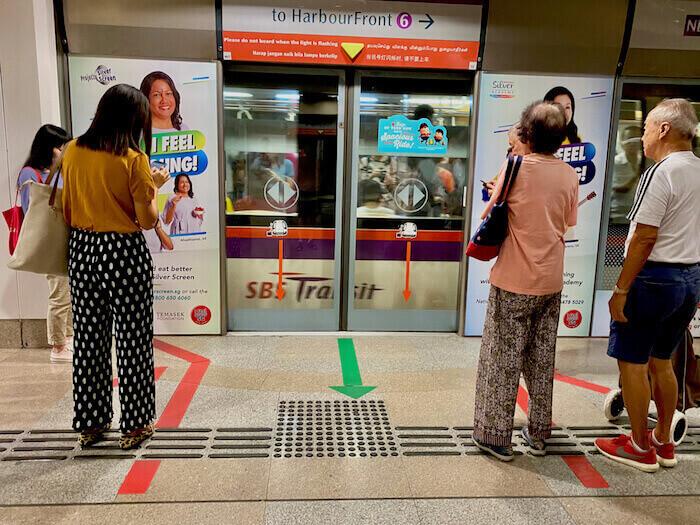 Singapore MRT Waiting lines